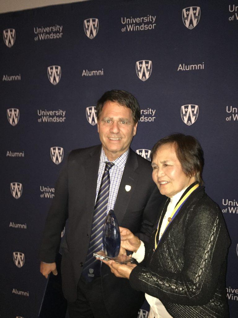 Dr. Smith presenting Alumni Association award to Bernie Doctor